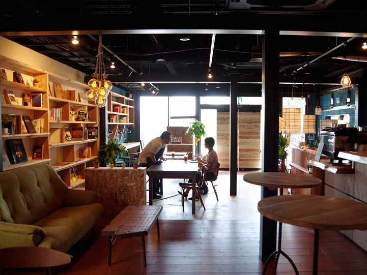 博多で読書会の会場1:TONAGI